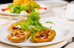 土豆皮开胃菜与装饰 库存图片