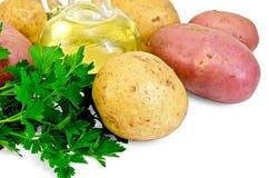土豆红色和黄色用荷兰芹和油 库存照片