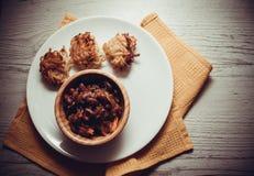 土豆薄烤饼和豆 图库摄影