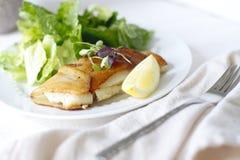土豆被包裹的鳕鱼 免版税库存图片