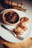 土豆[与豆蔬菜炖肉的薄煎饼 免版税库存图片