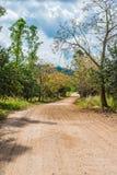 土路在乡下 免版税图库摄影