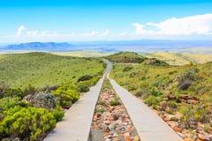 土路在山斑马国家公园,南非 免版税库存照片