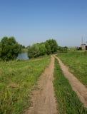 土路在村庄 库存照片
