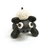 黏土雕刻做的逗人喜爱的绵羊 免版税库存图片
