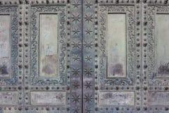 圣乔凡尼大教堂的古老铜门在罗马,它 免版税库存图片