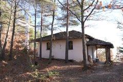 圣乔治教堂在Kovachevitsa村庄 免版税库存照片