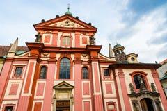 圣乔治` s布拉格城堡复合体的大教堂零件 免版税库存图片