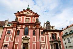 圣乔治` s布拉格城堡复合体的大教堂零件 库存图片