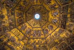 圣乔瓦尼洗礼池的壮观的马赛克天花板  库存照片