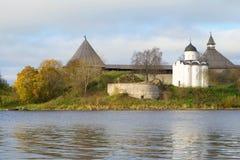 圣乔治教会在Staraya拉多加堡垒, 9月天 俄国 免版税库存图片