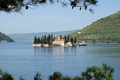 圣乔治海岛在离Perast的附近,黑山海岸  免版税图库摄影
