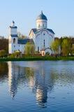 圣亚历山大・涅夫斯基教会在度假区池塘,戈梅利 库存照片