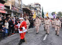 圣伊莱亚斯主教学校的学生参加圣诞节pa 图库摄影