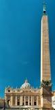 圣伯多禄和埃及方尖碑,罗马大教堂  免版税库存照片
