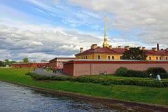 圣伯多禄和Pavel的Fortness和河内娃在圣彼德堡, 免版税图库摄影