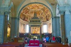 圣伯多禄大教堂内部被囚禁在罗马,意大利 免版税库存照片