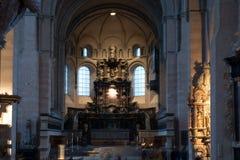 圣伯多禄大教堂内部  免版税库存照片