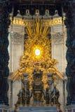 圣伯多禄的大教堂内部在罗马 免版税库存照片