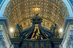 圣伯多禄的大教堂内部在罗马 免版税库存图片