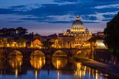 圣伯多禄的大教堂在罗马,意大利 免版税图库摄影