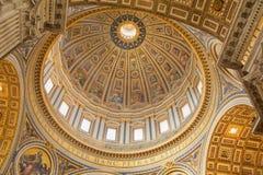 圣伯多禄的大教堂的圆屋顶在梵蒂冈,罗马,意大利 免版税库存照片