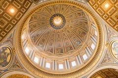 圣伯多禄的大教堂的圆屋顶在梵蒂冈,罗马,意大利 免版税库存图片