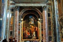 圣伯多禄的大教堂里面看法2014年5月31日的 免版税库存照片