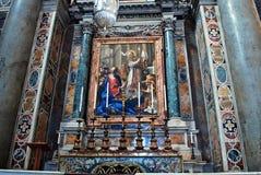 圣伯多禄的大教堂里面看法2014年5月31日的 库存图片