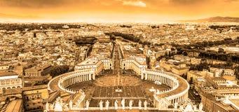 圣伯多禄的广场在梵蒂冈,罗马,意大利 免版税库存图片