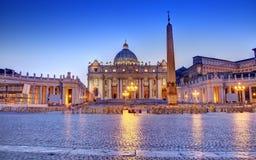 圣伯多禄的方形的夜 图库摄影