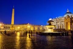 圣伯多禄的方形的夜 免版税库存图片