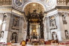 圣伯多禄` s大教堂艺术和结构在大教堂里面 免版税图库摄影
