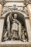 圣伯多禄` s大教堂艺术和结构在大教堂里面 免版税库存图片