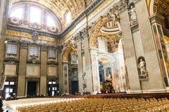 圣伯多禄` s大教堂艺术和结构在大教堂里面 图库摄影