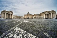 圣伯多禄` s正方形和圣伯多禄` s大教堂,梵蒂冈,意大利 库存照片