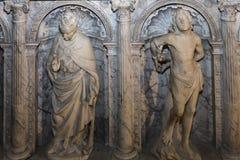 圣但尼,法国大教堂内部和细节  免版税库存图片