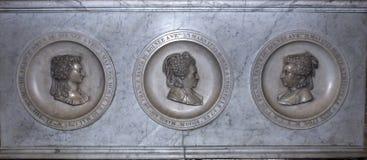 圣但尼,法国大教堂内部和细节  免版税库存照片