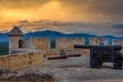 圣佩德罗火山de La roca堡垒墙壁和塔,与海的日落视图 库存图片