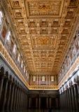 圣保罗在墙壁外,罗马罗马教皇的大教堂内部  库存照片
