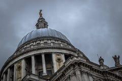 圣保罗大教堂圆顶在伦敦 免版税库存图片