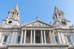 圣保罗大教堂在伦敦,英国 免版税库存照片