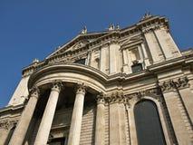 圣保罗大教堂在伦敦 免版税库存照片