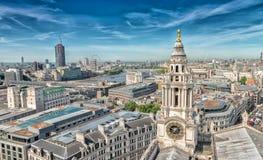 从圣保罗大教堂的伦敦地平线 库存图片