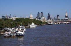 圣保罗大教堂, 30圣玛丽轴,在泰晤士河的黑人男修道士桥梁在伦敦,英国 免版税图库摄影