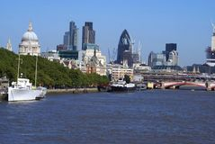 圣保罗大教堂, 30圣玛丽轴,在泰晤士河的Blackfriars桥梁在伦敦,英国,欧洲 免版税图库摄影