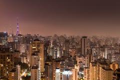 圣保罗市在晚上 免版税库存图片