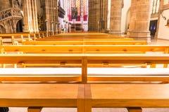 圣保罗教会大教堂建筑学内部座位长凳H 库存照片