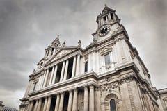 圣保罗的大教堂在伦敦,英国。 库存照片