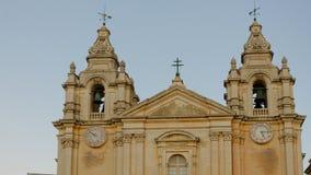 圣保罗的大教堂在黄昏的马耳他的老资本姆迪纳 图库摄影